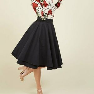 Essential Elegance Midi Skirt